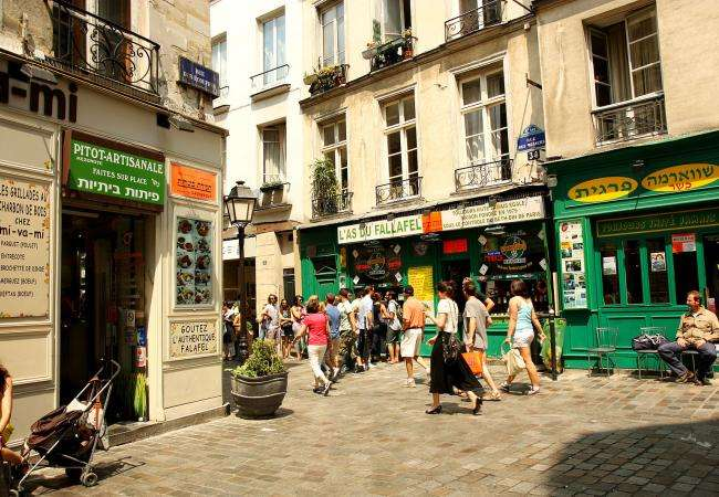 It's a pleasure to stroll along the Rue des Rosiers