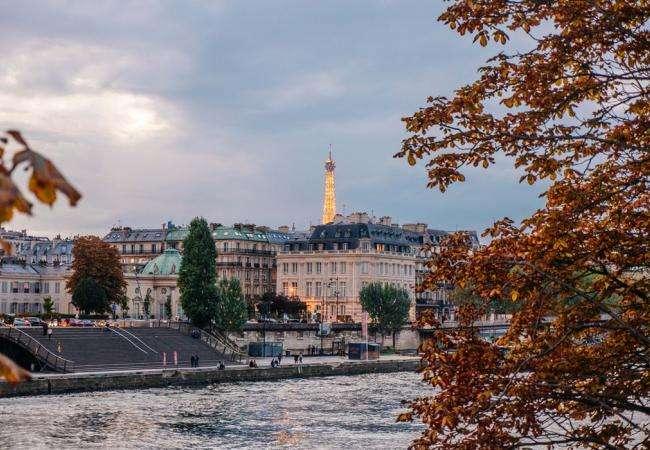 Paris au fil de l'eau à bord des bateaux mouches ou des bateaux Riva