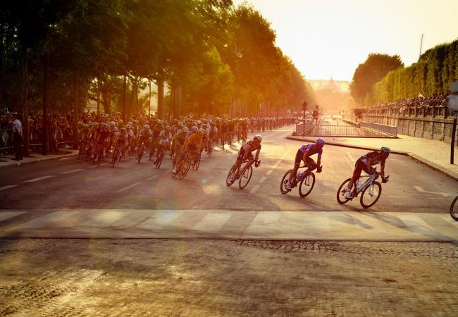 Ride the streets of Paris by bike this summer!