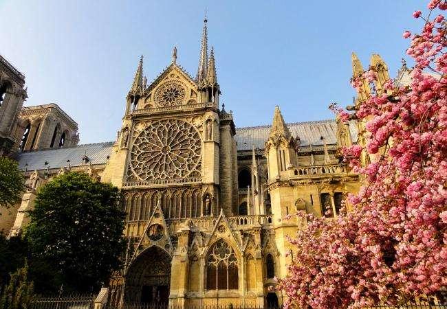 Monuments et lieux historiques à proximité de l'hôtel Les Tournelles