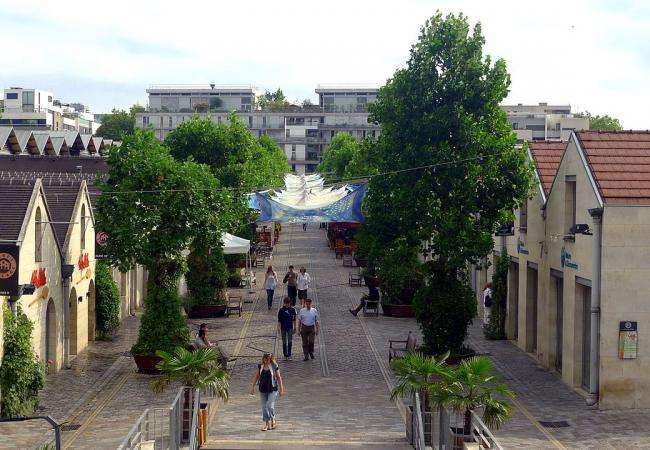 Tourism, shopping and entertainment in Bercy Village