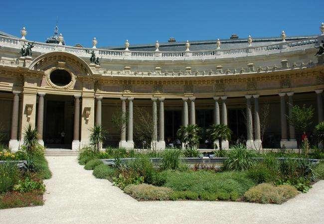 Le Petit Palais, côté musée et côté jardin
