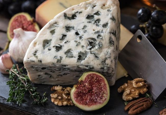 Treat your taste buds to the great flavours of French cheeses in Paris!