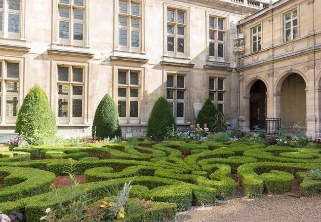 Discover the historic Marais district