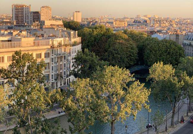 A leisurely walk along the Canal Saint-Martin