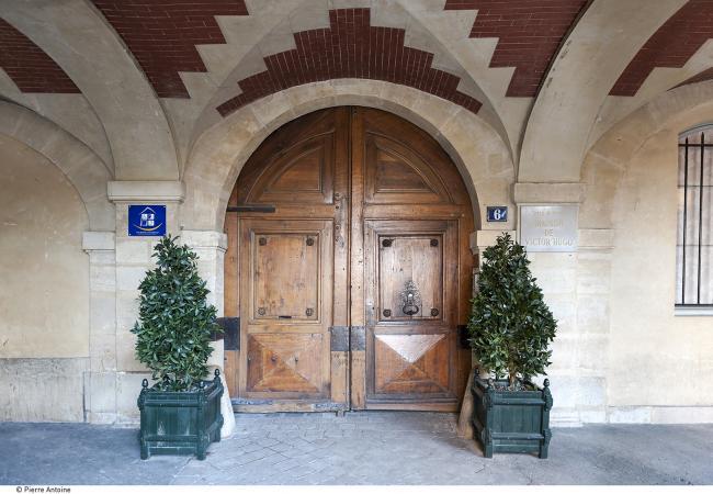 Halte à la Maison Victor Hugo sur la place des Vosges