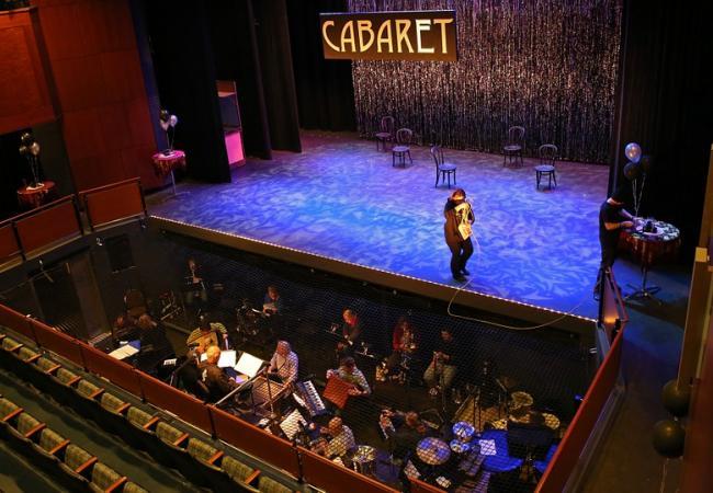 Les cabarets parisiens enchantent vos soirées