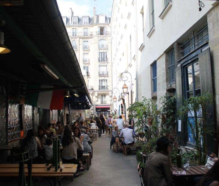 Hotel Les Tournelles - Le Quartier